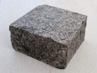 Konstantyn gránit  vágott hasított kockakő