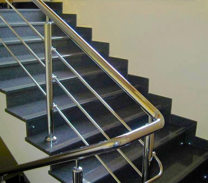 polírozott lépcsőelemek